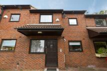 3 bedroom house to rent in Minster Road, Kilburn