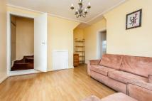 2 bedroom Flat to rent in Doddington Grove...