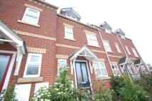 3 bedroom house to rent in Park View Close...