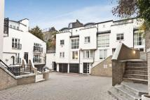 3 bedroom Town House in Peony Court, Park Walk