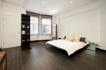 Studio apartment to rent in Kensington Court, London...
