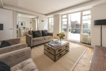 Maisonette for sale in Stanford Road, London, W8