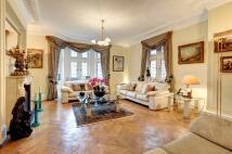 4 bed Apartment in Kensington Court, London...