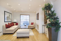 house to rent in Kensington Court Place...