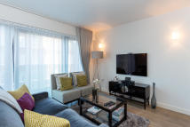 2 bedroom Flat in Hortensia Road, London...