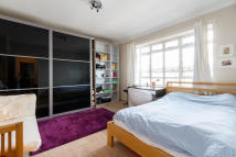 Flat for sale in University Street...