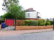 Flat to rent in Chatsworth Gardens...