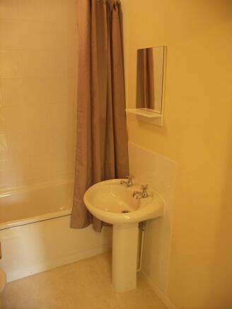 Further bathroom detail
