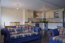 Flat to rent in Clements Road, Ilford...