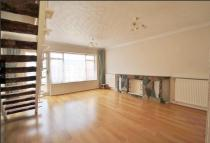 2 bed Terraced house to rent in Perkins Road, Ilford...