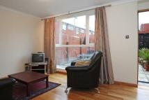 2 bedroom house in Ainslie Walk, London...