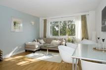 Flat to rent in Pullman Court...