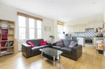 Flat to rent in Bedford Hill, London...