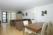 Flat to rent in Baylis Road, Waterloo...