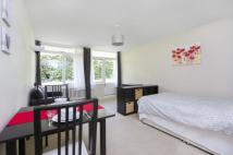 Flat to rent in Churchill Gardens...