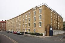 2 bed Flat to rent in Oval Mansions...