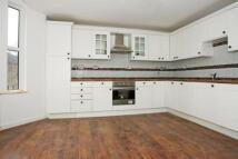 2 bedroom Flat in Searles Road, London, SE1