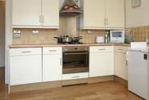 2 bedroom Flat in Oval Mansions...