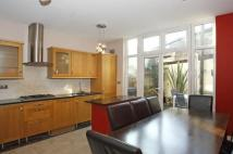 2 bed house to rent in Camberwell New Road, SE5