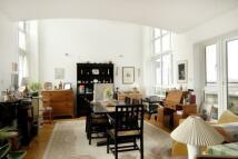 3 bedroom Flat in St Davids Square...
