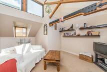 1 bedroom property in Mast Court, Surrey Quays...