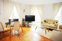Flat to rent in Pepys Street, London...