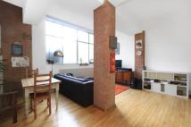 Flat to rent in Cavell Street, Stepney...