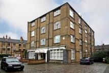 Flat to rent in Adelina Yard...