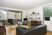 Flat to rent in Provost Street, London...