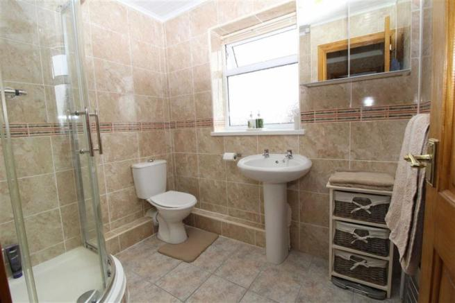 Family Shower Room/wc