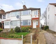 3 bedroom End of Terrace property in Daneland, East Barnet...