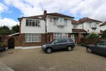 6 bedroom semi detached house in Longland Drive...