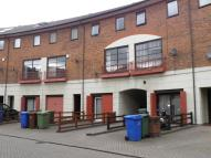 Town House to rent in Plover Way, SE16