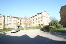 Flat to rent in Sunbury Court...