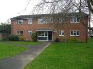 Ground Flat to rent in Longcroft Road...
