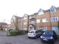 Ground Flat to rent in Heathfield Drive, CR4