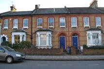 2 bed Ground Flat in Longley Road, SW17