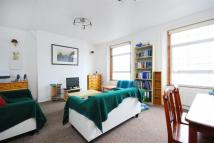 3 bedroom Flat in Brecknock Road...