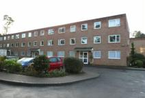2 bedroom Flat for sale in Cardwell Crescent...