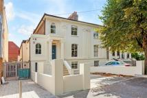 semi detached home to rent in Glengall Road, London