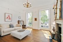 2 bedroom Flat to rent in Trinity Church Square...