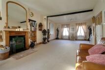 3 bedroom home in Surrey, KT16