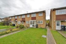 2 bedroom End of Terrace house in Willow Crescent...