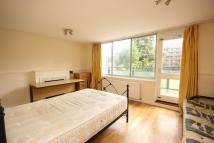 3 bedroom Flat in New Place  Square...