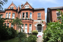 Apartment for sale in Grove Park, London, SE5