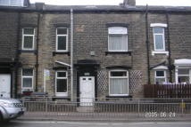 2 bedroom property in Ovenden Road, Halifax