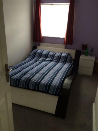 rowena bedroom.jpg