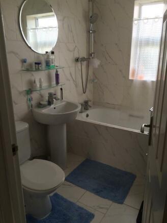 rowena bathroom.jpg