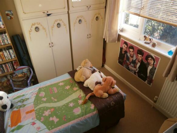 SANDRLING CLOSE BED2