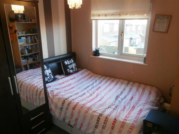 SANDERLING CLOSE BED